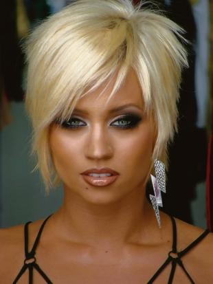 Thurrock Gazette: Pussycat Dolls singer Kimberly Wyatt joins Mayhem tomorrow