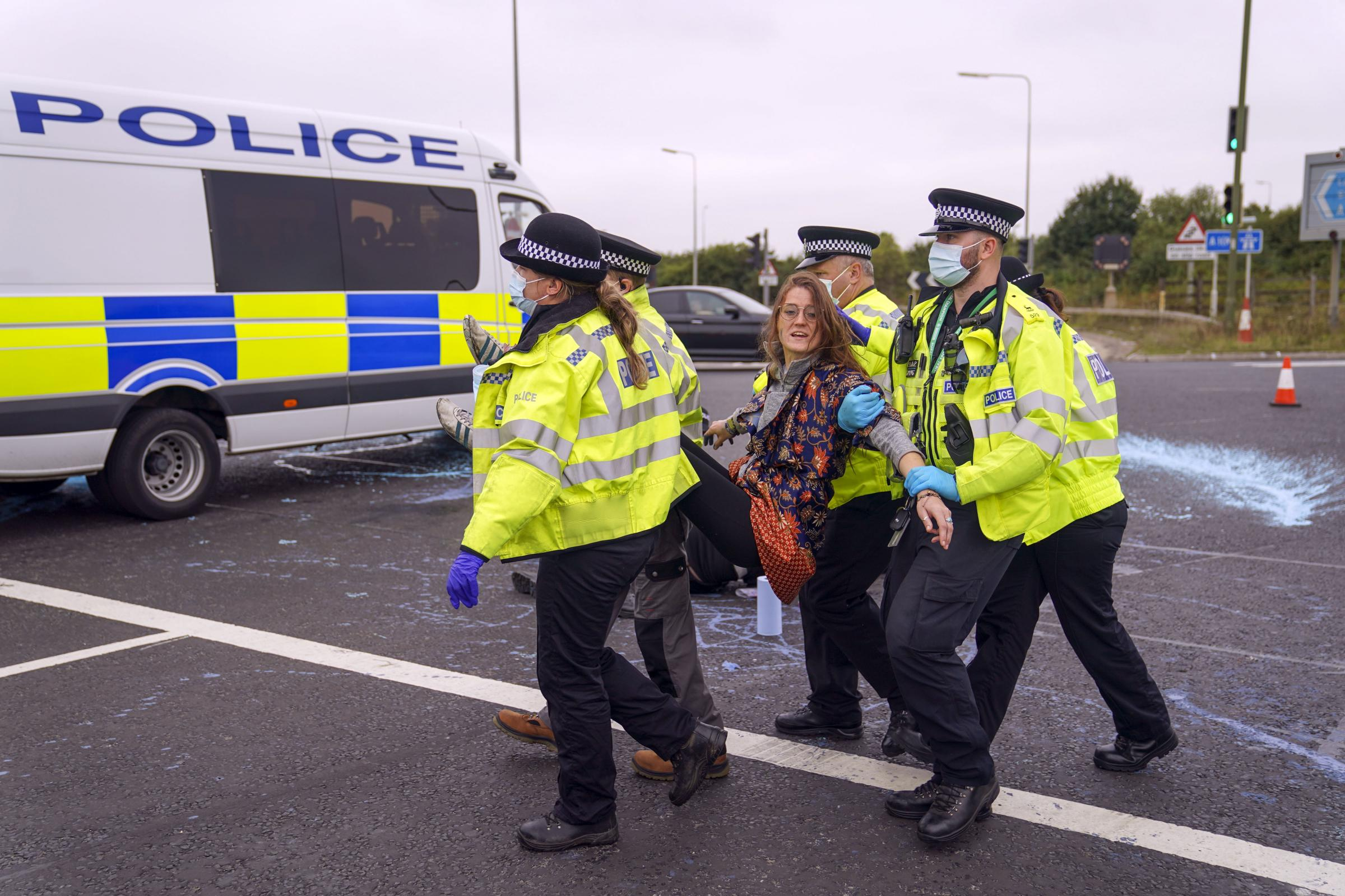M25 protests: Police told to get tough on Insulate Britain
