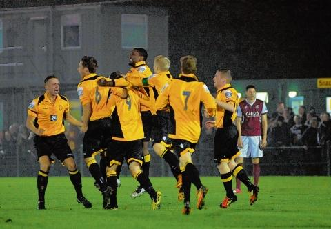 East Thurrock players celebrate Sam Higgins' opener