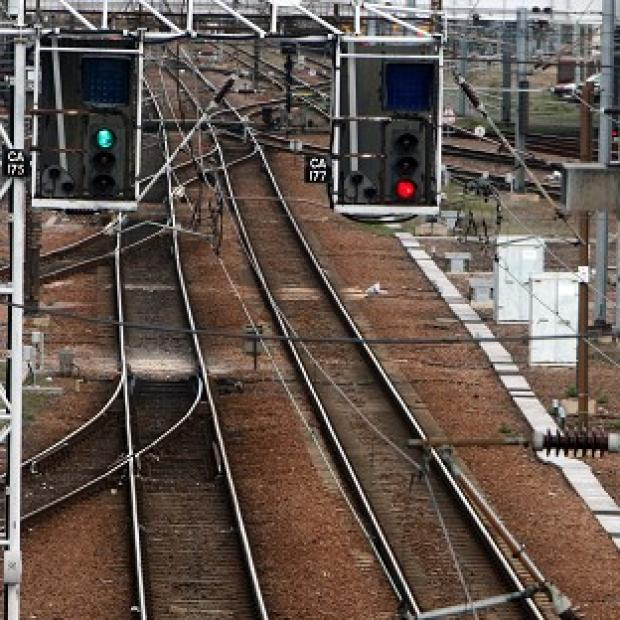 The Department for Transport's running of the West Coast rail bidding process lacked management oversight, the National Audit Office said