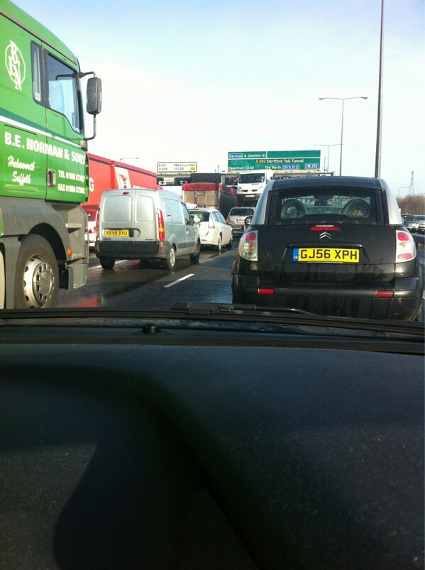 Crash on M25 causes chaos for Essex-bound motorists
