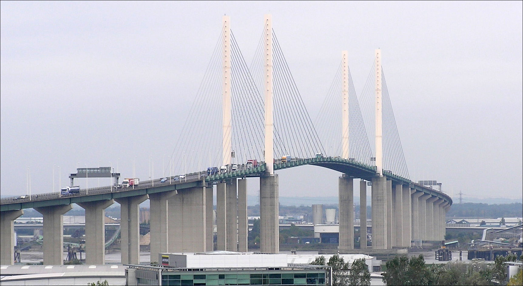 Speed restrictions on QEII Bridge as region braces itself for stormy afternoon
