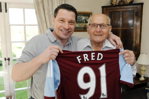 Thurrock Gazette: VIDEO: Birthday surprise for Fred as West Ham great Tony Cottee drops in for tea