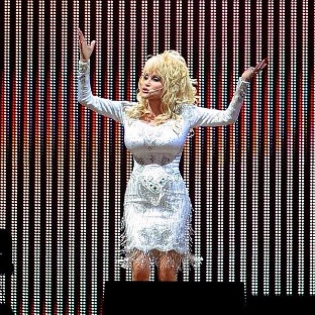 Thurrock Gazette: Dolly Parton is planning to wear high heels when she makes her Glastonbury debut