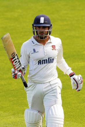 Ravi Bopara is applauded off the field after making 162. PICS: GAVIN ELLIS/TGS PHOTOS