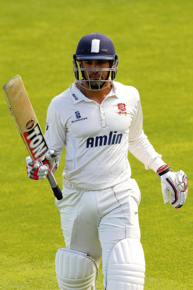 Thurrock Gazette: Ravi Bopara is applauded off the field after making 162. PICS: GAVIN ELLIS/TGS PHOTOS