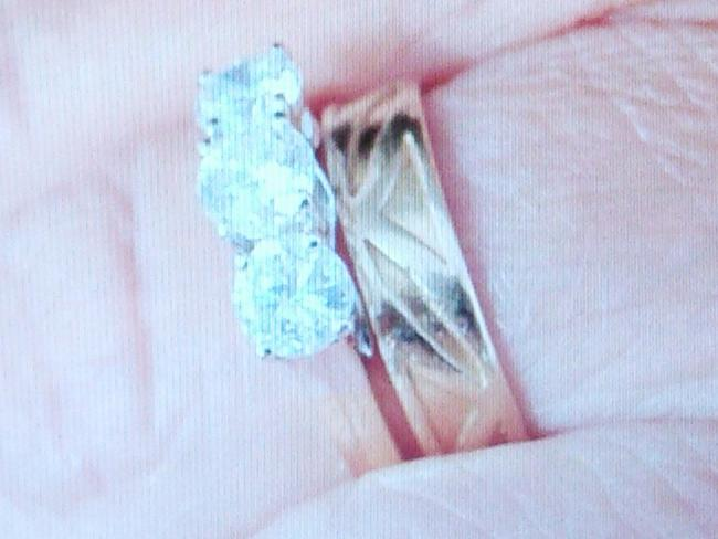 Police asking public for help after jewellery burglary in
