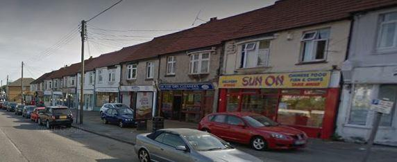 Burglars attempt to steal ATM from off licence