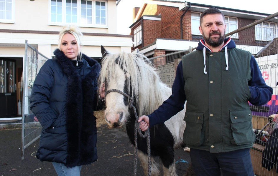 TV - Johnny and Andrea Beaney with Mary         Picture: KnickerbockergloryTV/Channel 5