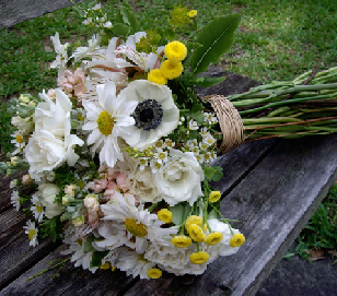 Flowers & Fizz! Hand-tied Gift Bouquet Workshop